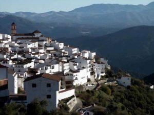 Альгатосин - белая деревушка в горах